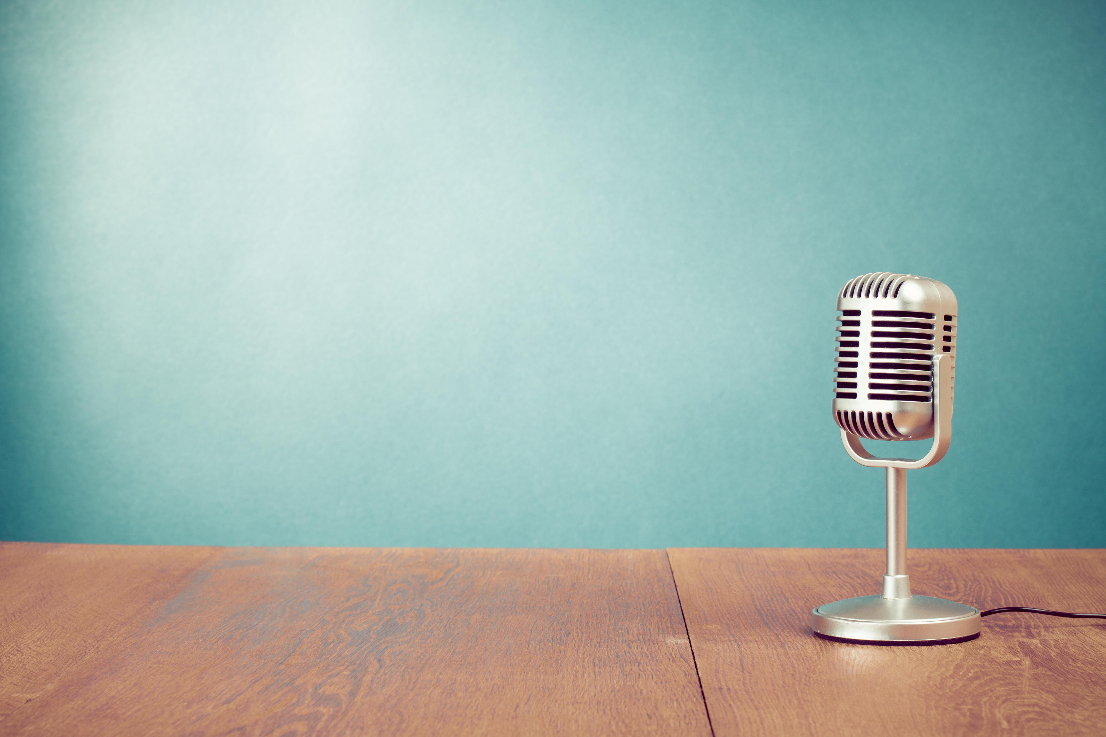 silbernes 50er Jahre Mikrofon