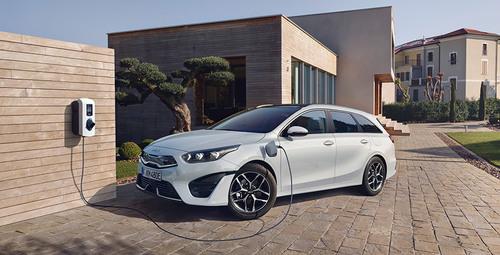 Kia Ceed Sportswagon Plug-in Hybrid an Ladestation