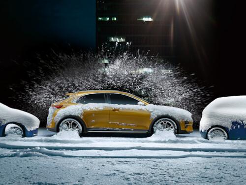 Bild Kia Seitenansicht Kia XCeed im Schnee geparkt mit schneefreien Scheiben dank Standheizung
