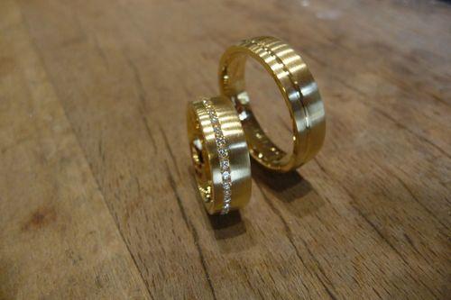 Trauringe Gold 750 mit Brillanten in Kanalfassung