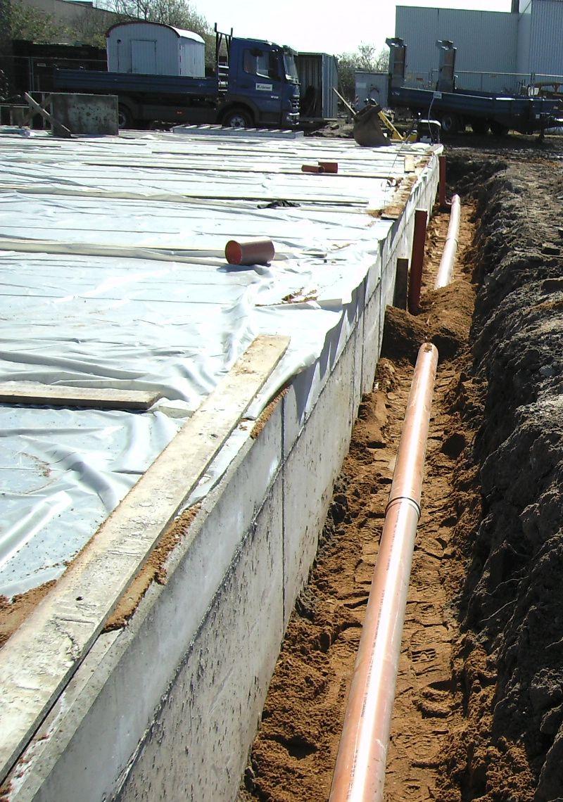 Fundamente und Grundleitung der Regenentwässerung